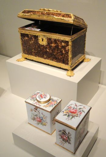 Casket_Containing_a_Sugar_Box_and_Two_Tea_Caddies,_c._1760,_Birmingham,_England,_glass_with_metal_mounts_-_Art_Institute_of_Chicago_-_DSC09956